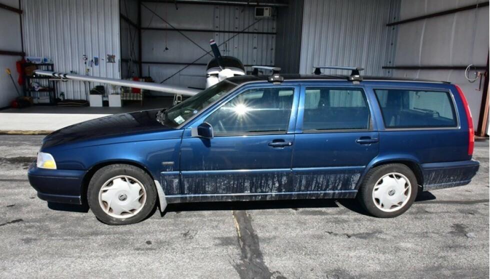 SJEKK SKILTET: Den ser ut som den har de beste årene bak seg, men likevel forlanger eieren 20 millioner dollar for denne Volvo V70. Den har noe spesielt som det bare finnes ett av i verden. Foto: blog.dupontregistry.com