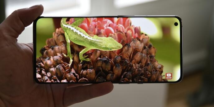 FLOTT SKJERM: OnePlus 9 Pro-skjermen kan skilte med inntil 1300 nits lysstyrke, og den er HDR10+-kompatibel. Foto: Pål Joakim Pollen