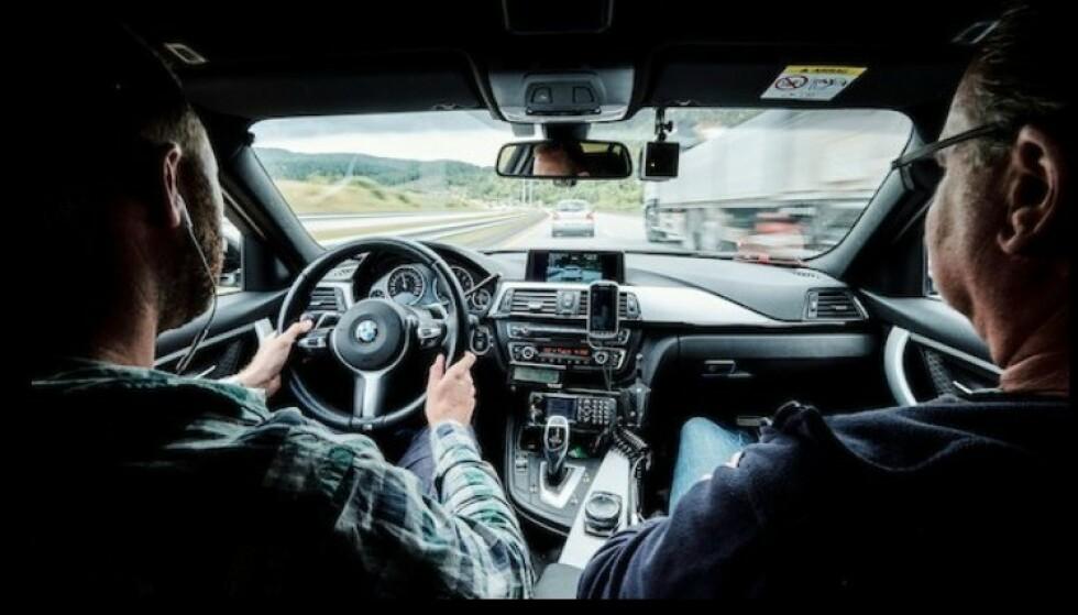 SIVILE BILER: UP er ute med både uniformerte og sivile biler i påsken. Fart og farlige forbikjøringer er ting de vil kontrollere spesielt nøye. Foto: UP