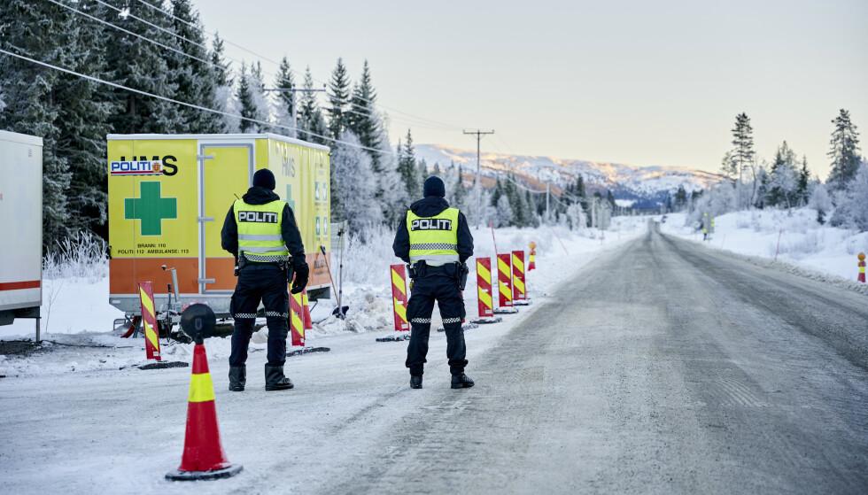Politiet forventer større pågang ved grensene i påska. Her i Meråker kommune ved grensen til Storlien. Foto: Ole Martin Wold / NTB