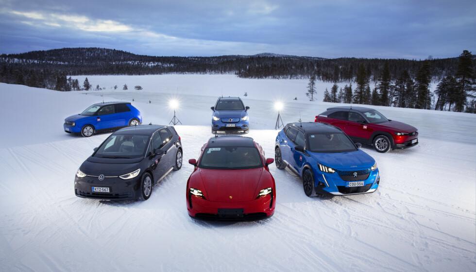 NYE PÅ REKKE OG RAD: Nye elbiler på veien inn på det norske markedet. Mange er rimelige og presser prisene til etablerte konkurrenter. Foto: Antti Hentinen
