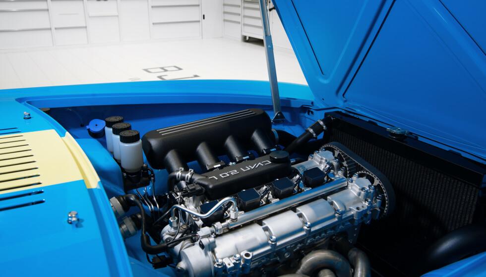 KRUTTPAKKE: Motoren er den samme som sitter i Volvos racing-biler og yter 420 hester. Det er mye i en bil som bare veier 990 kilo. Foto: Cyan