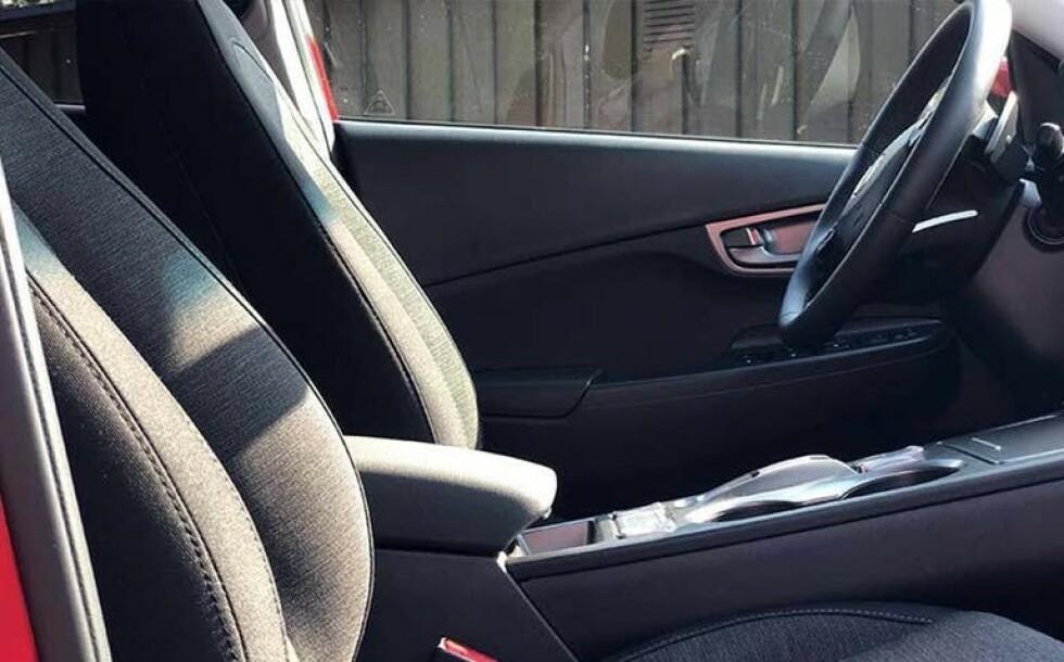 IKKE RETT VINKEL: Dette er ikke et bilde som viser interiøret i bilen fra sin beste vinkel. Foto: Finn.no
