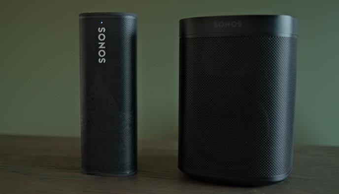 Sonos Roam til venstre og Sonos One SL til høyre. Foto: Martin Kynningsrud Størbu