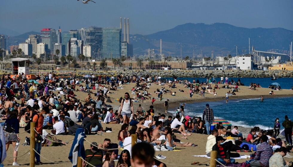 IKKE BESTILL FERIEN ENNÅ: Selv om det hadde vært en drøm å tilbringe sommeren i Barcelona, vil ikke forsikringsselskapet at du bestiller ferien ennå. Foto: BARRENA / AFP
