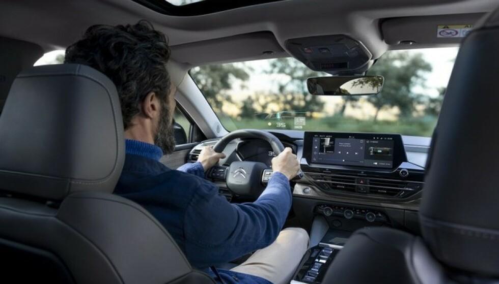 FLYVENDE TEPPE: Høy komfort blir svært viktig for å nå kunder med denne bilen, ifølge den norske importøren.