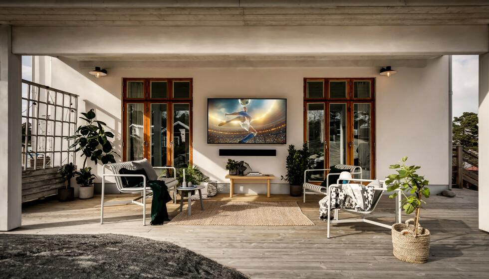UTE-TV: Med The Terrace byr Samsung på en TV som både en regnskur og ekstreme temperaturer. Foto: Samsung