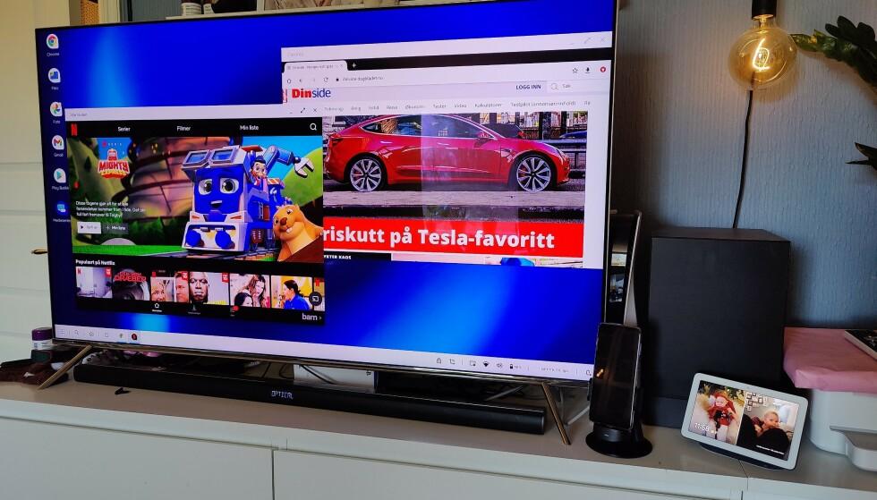 Her står telefonen i dockingen koblet til TV og vips, så har man et desktop-brukergrensesnitt på skjermen. Foto: Pål Joakim Pollen