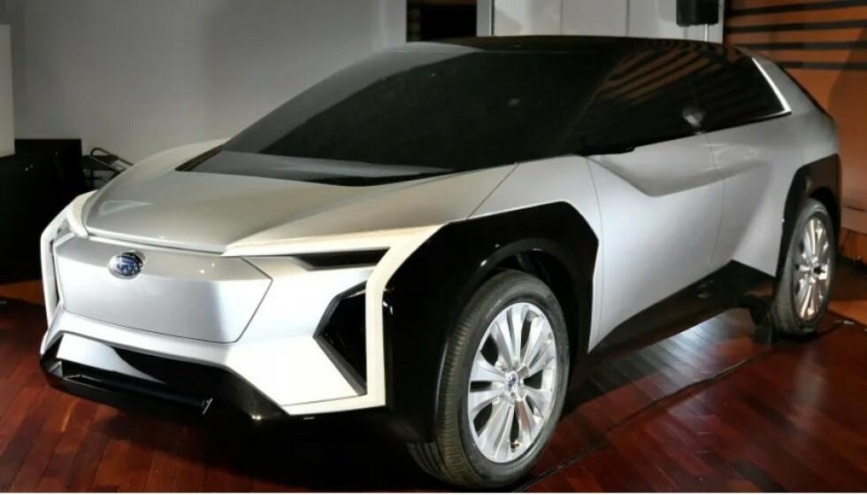 SOM SUBARU: Den nye plattformen for elektriske biler er utviklet sammen med Subaru. Dette er bildet av deres første elbil som ble vist fram for fabrikken eiere for et halvt år siden. Foto: Skjermdump