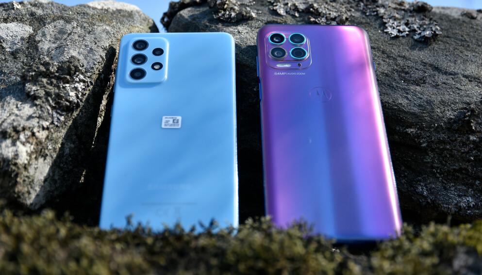 HALV PRIS: Både Samsung A52 5G og Motorola Moto G100 koster under 5.000 kroner. Det er halvparten av toppmodellene og vel så det. Foto: Pål Joakim Pollen