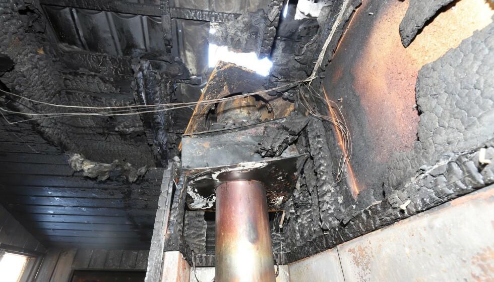 MÅ BYTTES: Brannvesenet har advart flere ganger mot denne pipa. Foto: Nedre Romerike brann- og redningsvesen