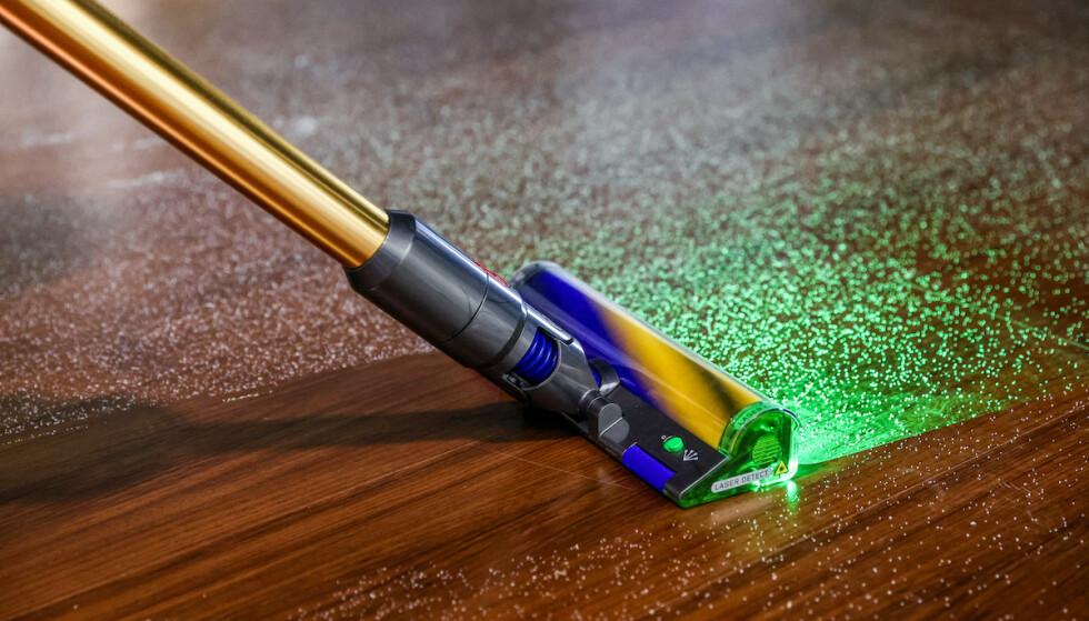 LASER DUST DETECTION: Dyson mener at laserlyd overgår LED-lys for å detektere støvpartikler på gulvet. Foto: Dyson