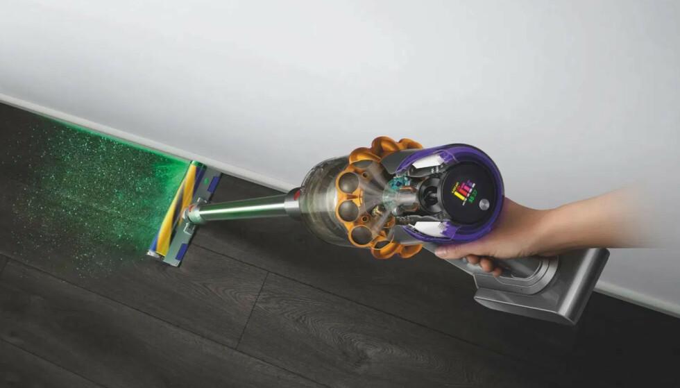 DYSON V15 DETECT: Dysons nye toppmodell har integrert grønt laserlys og partikkelteller. Foto: Dyson