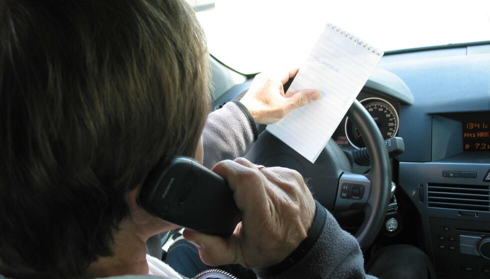 RINGER MYE: To av tre bilister bruker mobilen mens de kjører, viser overvåkingen som Fremtind gjør av sine smart-kunde. Foto: Rune Korsvoll