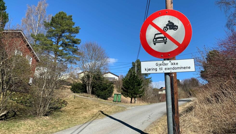 FORBUDT FOR MOTORVOGN: Mange trafikanter kjører i strid med forbudsskilt. Foto: Berit B. Njarga