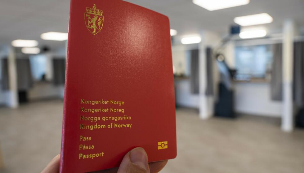PASS: Politiet frykter lange køer for nytt pass. Foto: Håkon Mosvold Larsen / NTB