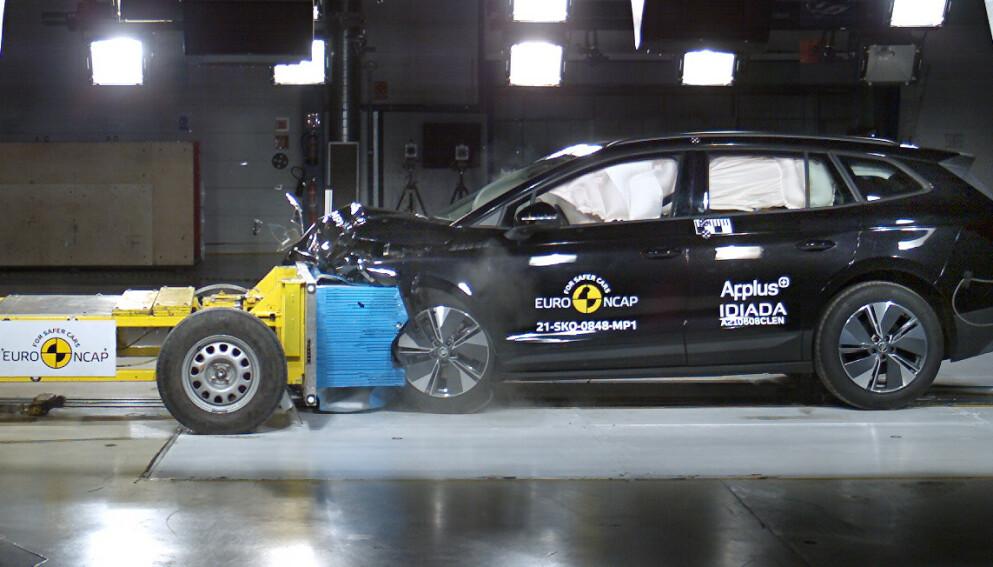 STJERNESMELL: Både passasjerene og batteriet er godt beskyttet i de elbilene som EuroNcap har testet i det siste. Det har heller ikke oppstått problemer med brann i batteriet. Den siste bilen som er testet, er Skoda Enyaq. Foto: EuroNcap