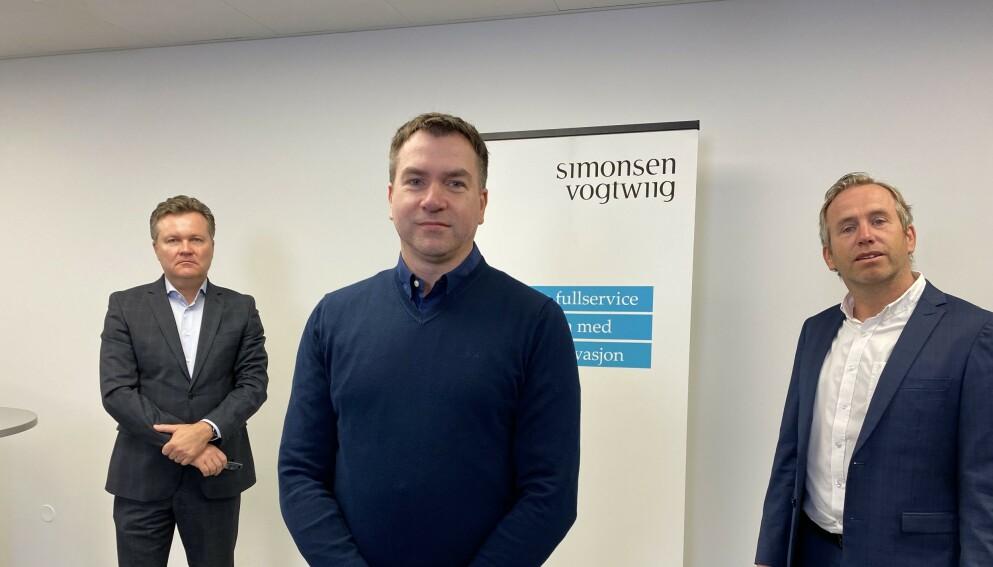 HISTORISK SØKSMÅL: Advokat Jan Magne Langseth (t.v), leder Frank Bredal i Alarmkundeforeningen (i midten) og styreleder Henrik A. Jensen i Therium Nordic.