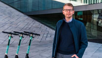 NYE ELSYKLER: Morten Askeland, Regionsjef Oslo og Viken hos Tier Mobility. Foto: Maksymilian Strzepka / Tier