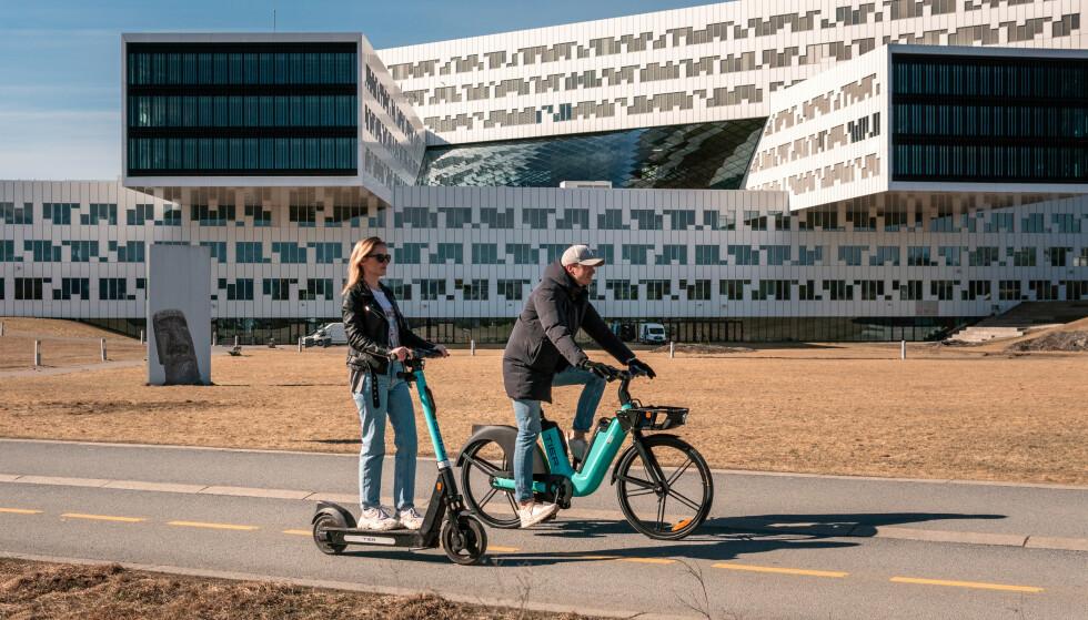 ELSYKLER I BÆRUM: De nye elsyklene til Tier er foreløpig bare lansert i Bærum utenfor Oslo, men man kan bruke dem for å komme seg inn til hovedstaden. Foto: Maksymilian Strzepka / Tier