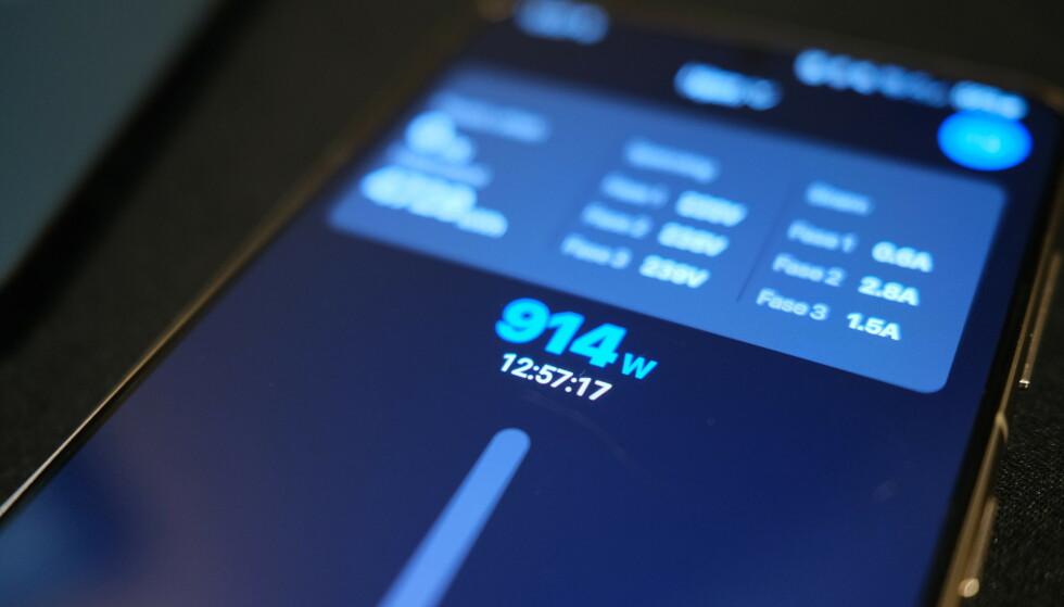 STRØMFORBRUK: I blant annet Oss-appen kan du se boligens totale strømforbruk i sanntid. Foto: Martin Kynningsrud Størbu