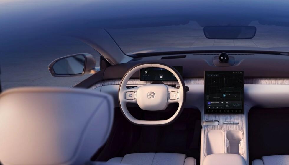LUKSUS: Nio ET7 er en stor luksus-sedan, som nærmest blir selvkjørende, ifølge Nio-sjefen. Hva prisen blir når den kommer til Norge neste år, vet vi ikke, men billig blir den neppe. Foto: Nio