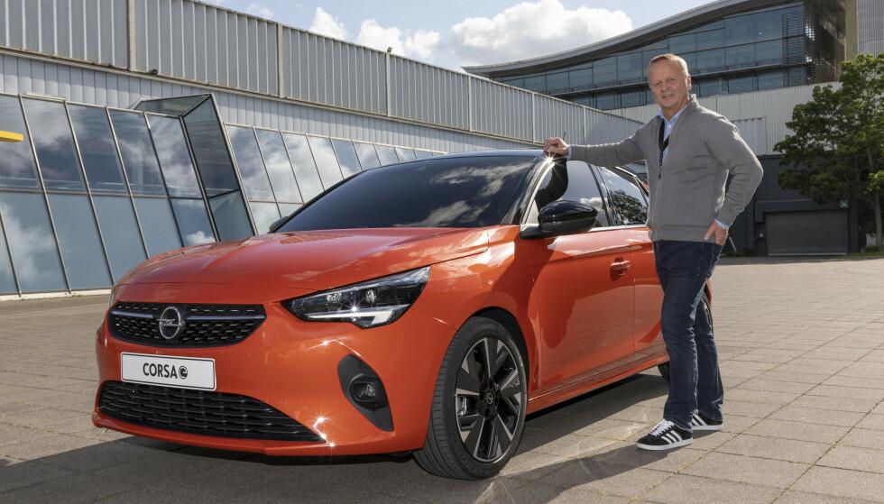 POPULÆR: I Norge er nye Opel Corsa populær som elbil. Også disse er berørt av feilen på kollisjonsputene. Foto: Opel