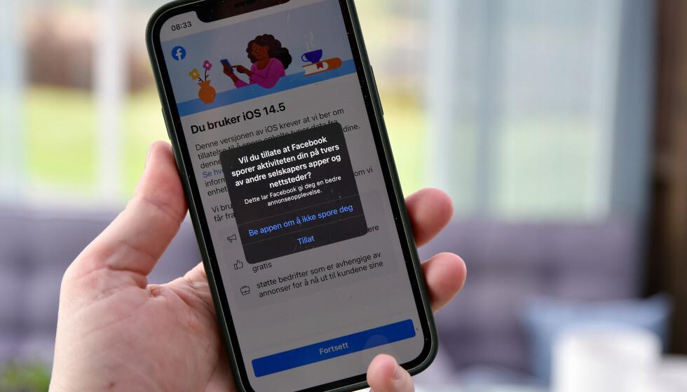 DU BESTEMMER: Har du oppdatert til iOS 14.5 må du spesifikt tillate apper å spore din aktivitet når du ikke bruker appen. Foto: Pål Joakim Pollen