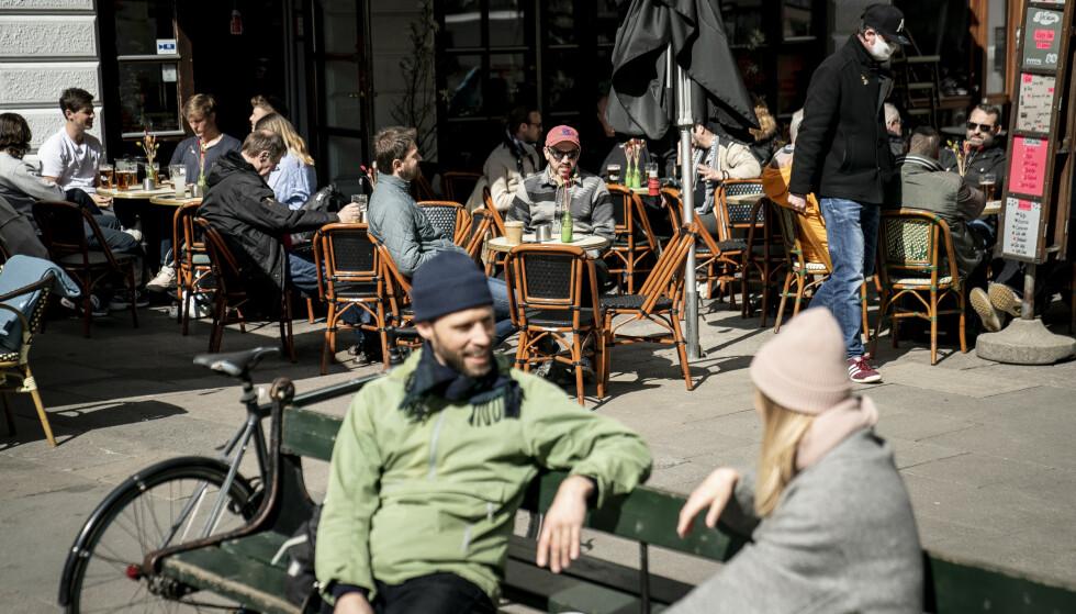 ÅPNER: I løpet av uka er det kun nattklubber og diskotek som vil være stengt i Danmark. Foto: Shutterstock / NTB