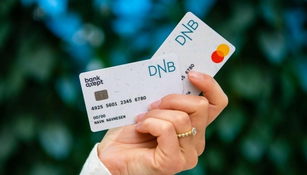 GJENBRUK: De nye bankkortene til DNB er laget av 75 prosent resirkulert PVC-plast fra industrielt avfall. Lurer du forresten på hvor du skal kaste utløpte bankkort, får du svar på det også i saken under. Foto: DNB
