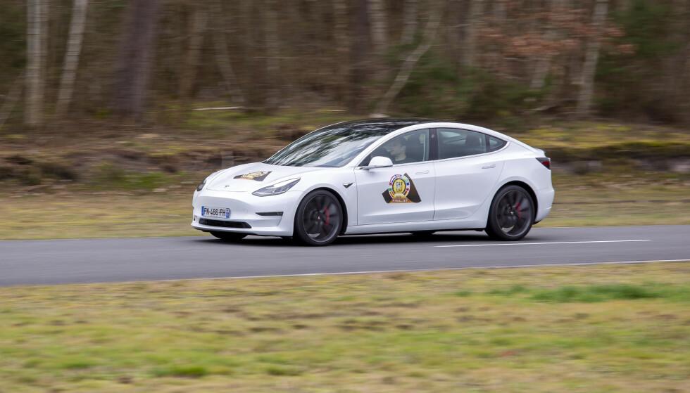 KJØPER NY: På spørsmål fra en lokal radiostasjon om hva mannen skal gjøre når hans Tesla er beslaglagt, skal han ha svart: - Jeg er svært rik og kjøper en ny. Foto: Car og the Year.