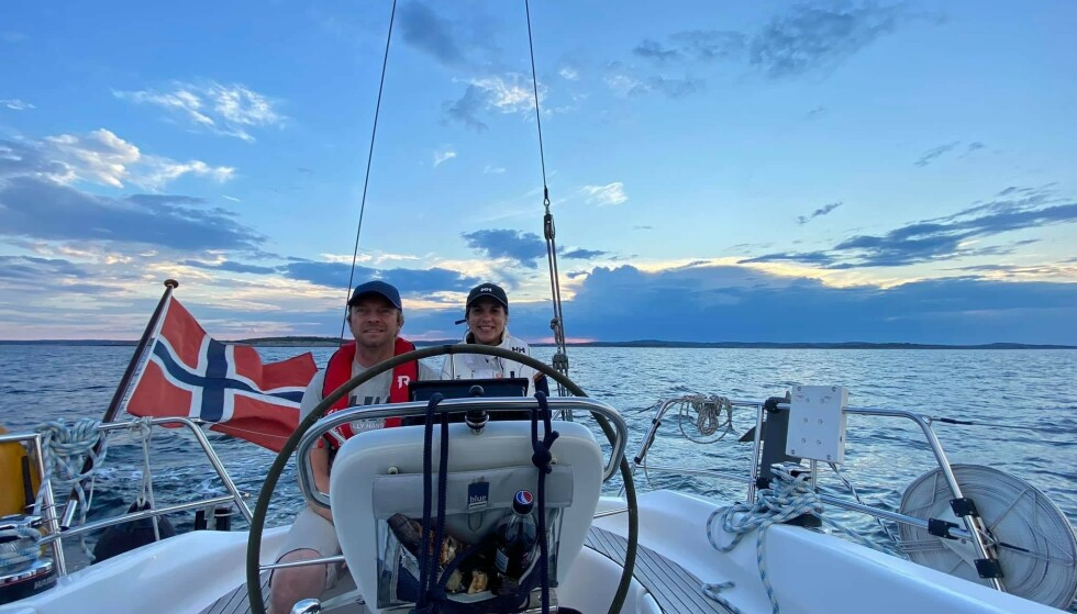 Drømmer til sjøs: Jan Vidar Tofteberg og Beate Bergaplass kjøpte egen båt i fjor. I år leier de den ut. Foto: Privat