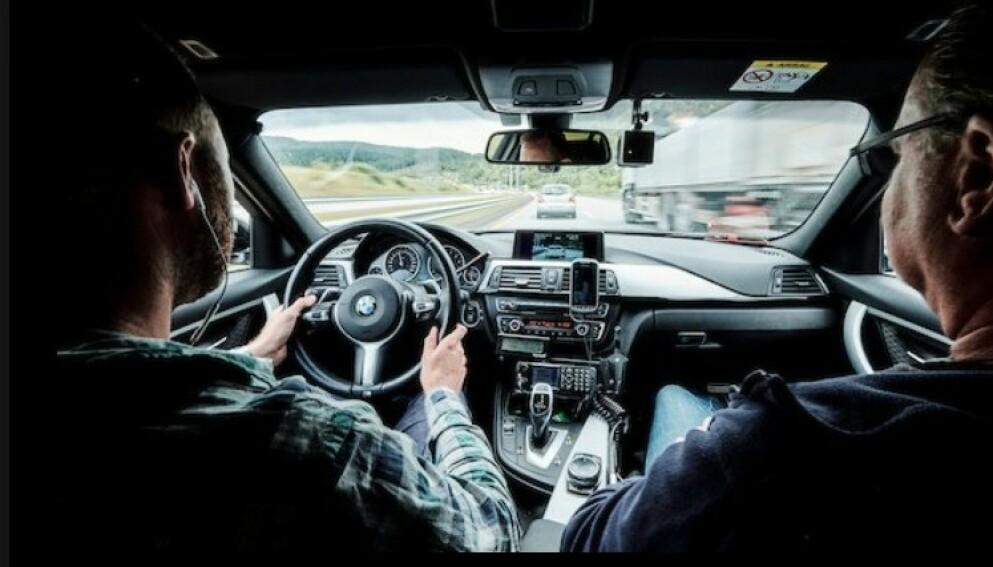 MÅLER MØTENDE BILER: Politiet ønsker et kamera som kan måle farten til møtende biler, som du ser på bildet. Foto: UP