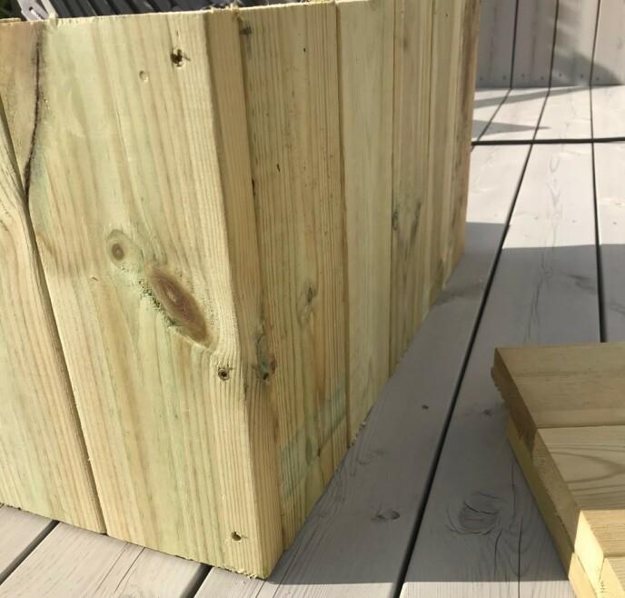 Kle igjen konstruksjonen på hver side, for eksempel med terrassebord. Foto: Kathrine Haugholt.