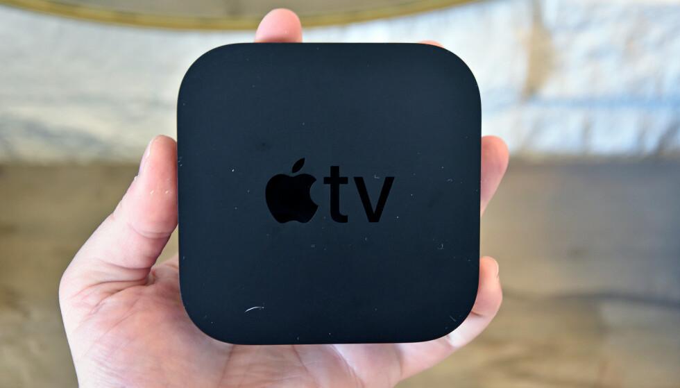 Ikke at den er ment å holde i hånda, men så stor er nye Apple TV 4K. Foto: Pål Joakim Pollen