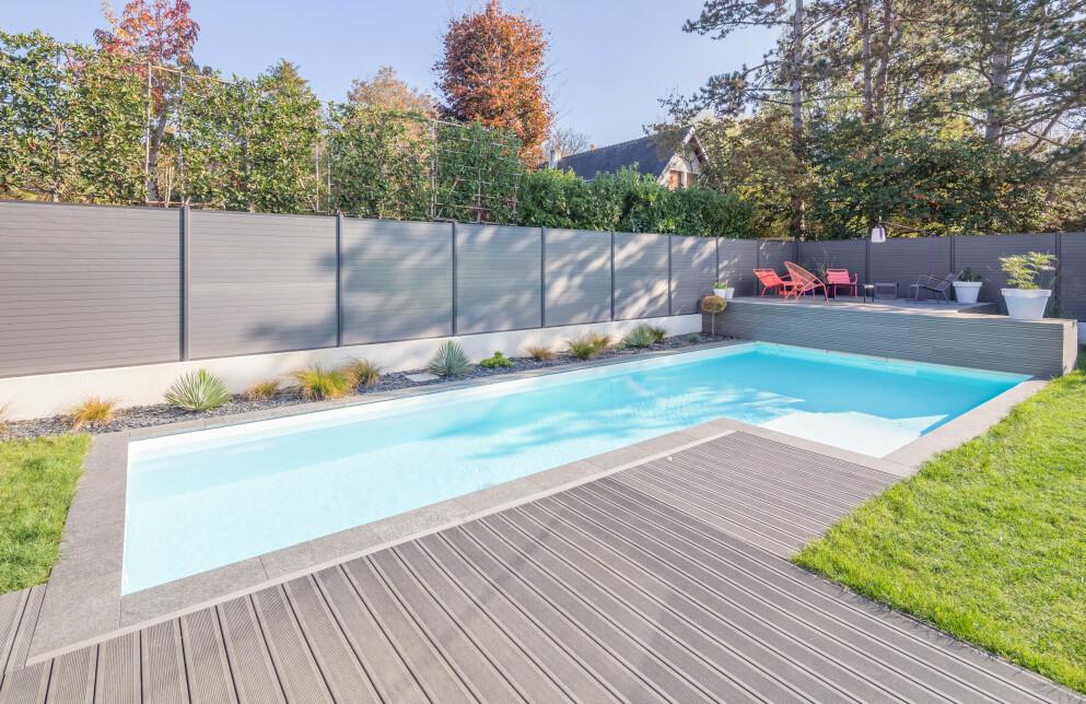 BASSENG I HAGEN: For mange er det en våt drøm med et privatbasseng i hagen - og etterspørselen har økt betraktelig siste året. Tenker du på å skaffe deg et selv? Les under alt du må vite i forveien! Foto: NTB Scanpix.
