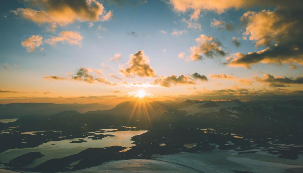 Solgleder: Utsikt fra Fannaråkhytta. Foto: Marius Dalseg Sætre