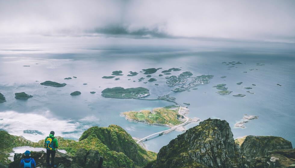 Fiskeværet: Henningsvær sett fra Festvågtind i Lofoten. Foto: Marius Dalseg Sætre