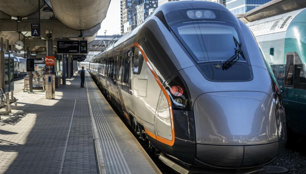 NYE FLYTOG: Åtte nye tog skal nå kjøre til Oslo lufthavn. Togene er levert av den spanske tog-produsenten CAF. Foto: Ole Berg-Rusten/NTB