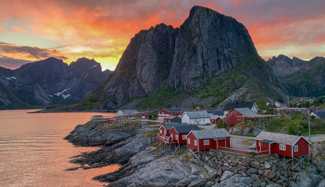 Hamnøy: Ta en kveldstur til Hamnøy for en uforglemmelig solnedgang. Foto: Kathrine Salhus