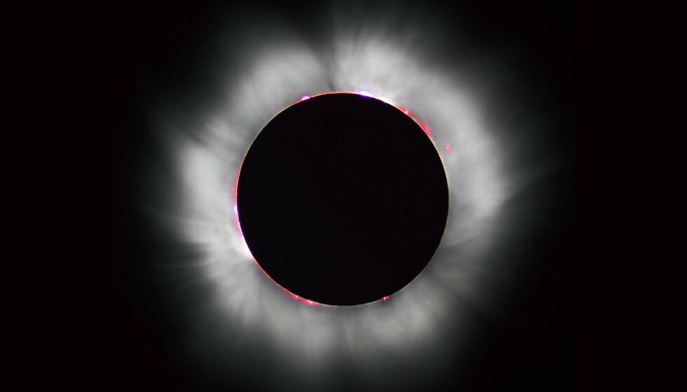SOLFORMØRKELSE: I dag oppstår det en solformørkelse, sist det skjedde var i 2015. Dette bildet er tatt i Frankrike i 1999. Foto: Luc Viatour