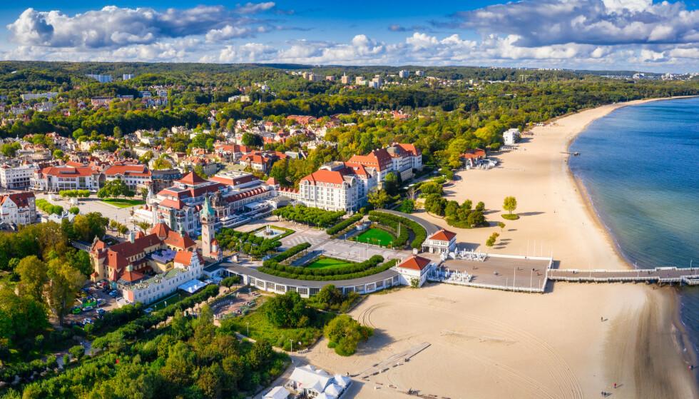 UNDER 25: Polen, her representert ved Sopot, har nedadgående smittetall og kan være klare for gulmerking i neste uke om den lave smitten holder seg. Foto: Shutterstock / NTB