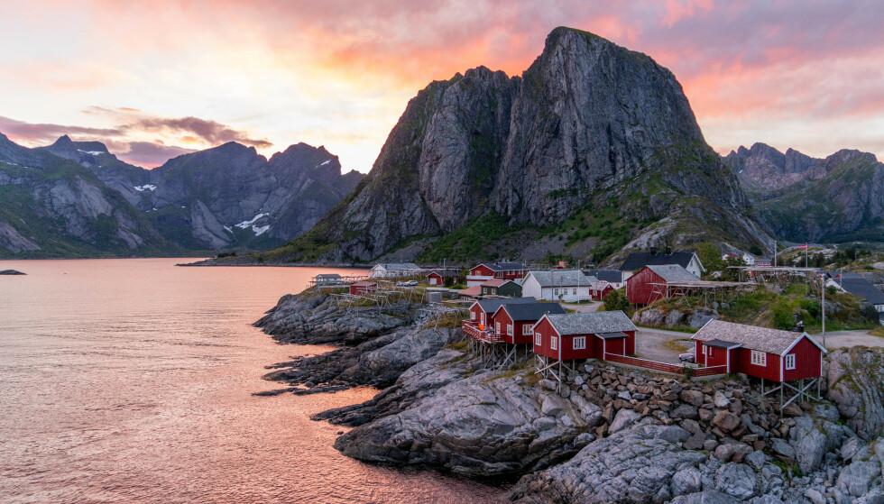 Kveldstur: Gå på solnedgangsjakt på Hamnøy. Foto: Kathrine Salhus.