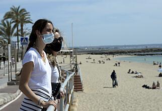 Her må du bruke munnbind på stranda