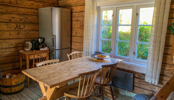 Sjarmerende interiør: Sakrisøy Rorbuer gir deg følelsen av å dra tilbake i tid, på en god måte. Foto: Kathrine Salhus.