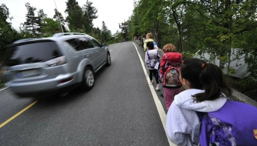 REDDER LIV: En fartsgrense på 30 km/t på by-veier og gater der biler og sårbare trafikantgrupper ferdes sammen, kan redde mange liv og redusere antall alvorlige ulykker kraftig, mener FN. Foto: Trygg Trafikk