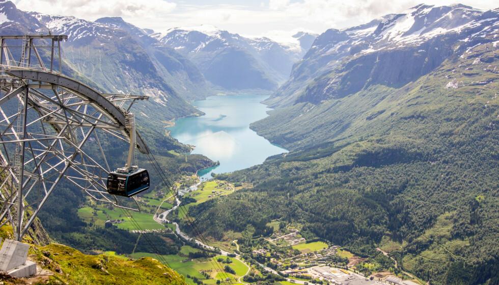 Loen Skylift: Ved hjelp av Loen skylift kan toppturen gjennomføres på få minutter. Foto: Kathrine Salhus