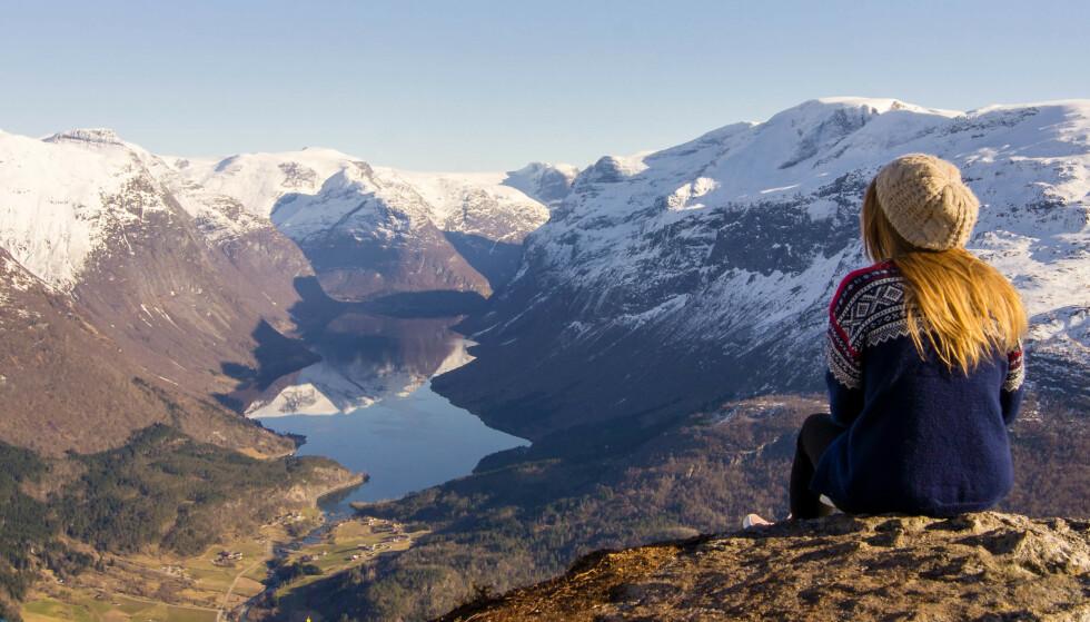 Flott utsikt: Fra fjellet Hoven får du god utsikt over det flotte landskapet. Foto: Sølve Opsal Marøy