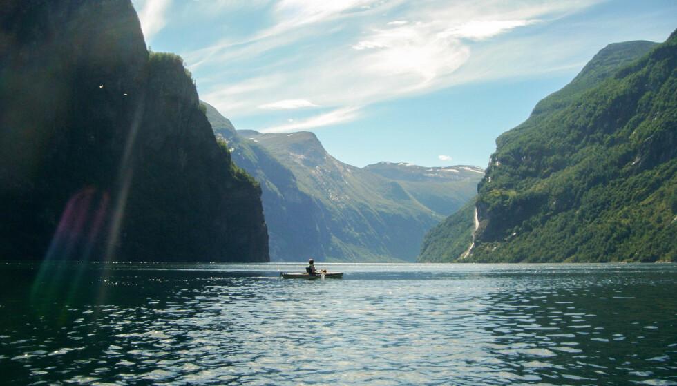 Geirangerfjorden: Opplev Geirangerfjorden fra kajakken. Foto: Kathrine Salhus