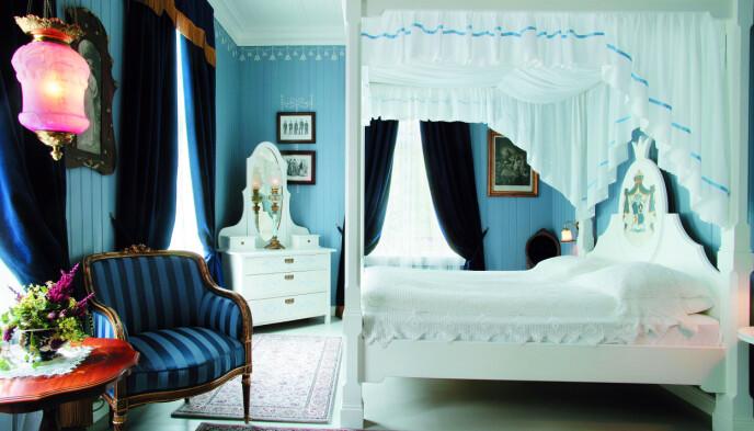 Ikke for mørkredde: I «Det blå rommet» rommet kan du bo sammen med spøkelset «Linda» om du tør. Foto: Hotel Union Øye/NTB